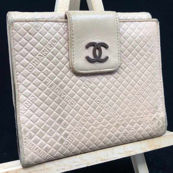 CHANEL Handbags - CHANEL CC LOGO QUILTED LEATHER BIFOLD PINK WALLET